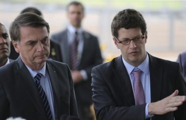 Sobre 'pandemias', 'hemorroidas' e a 'política do absurdo' no Brasil de 2020